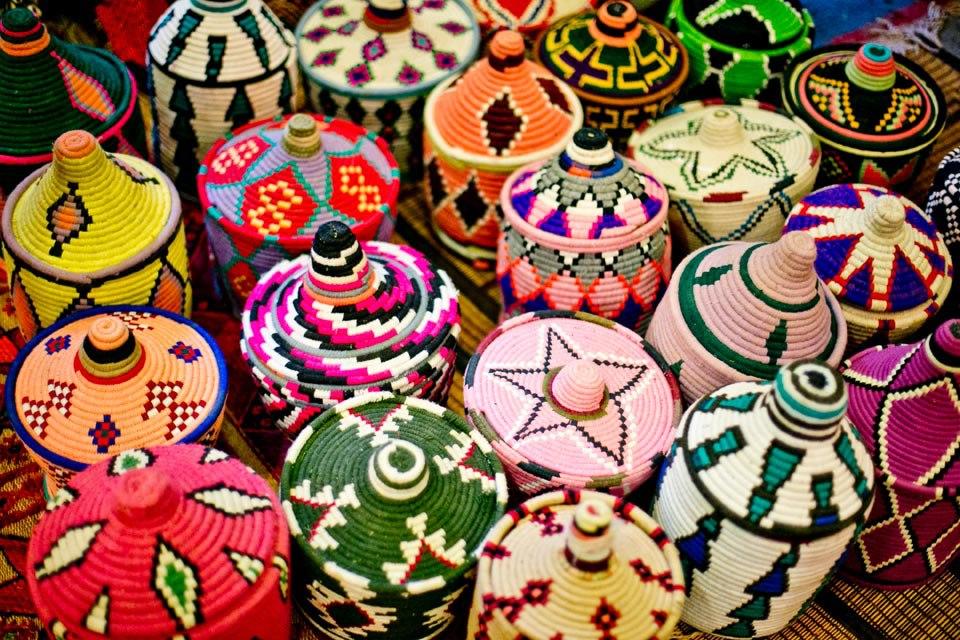 Kleurrijke manden uit Marokko