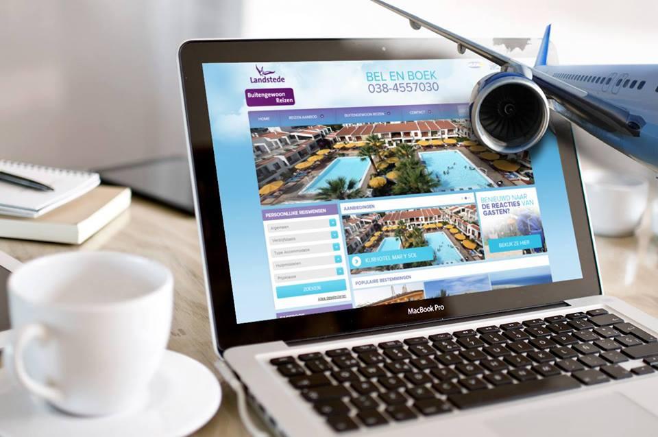 computerscherm met nieuw site Buitengewoon reizen