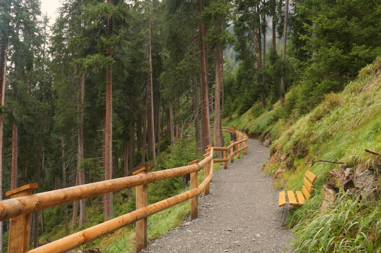 Rolstoeltoegankelijk pad naar uitzichtplatform in Kaunertal