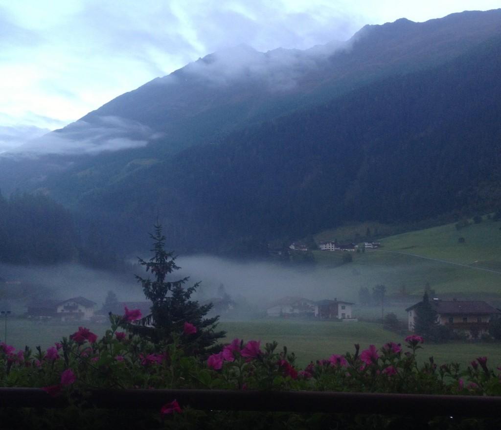 Uitzicht vanuit mijn kamer, 's morgens vroeg.